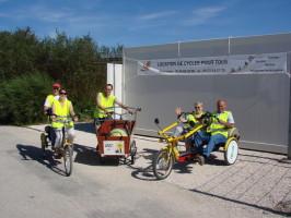 Photos de trois vélos devant le bungalow d'accueil COLIBRIUS